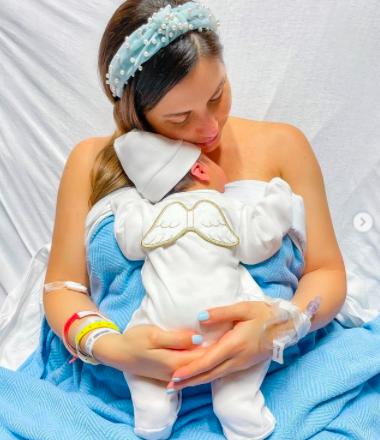 Alexa Olavarría da la bienvenida a su primer hijo Sebas Alessio